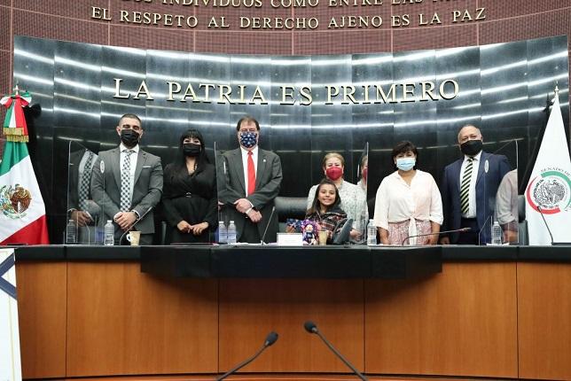 VIDEO:Adhara Maíte Pérez, la niña genio de México recibe reconocimiento por  parte del senado de la República